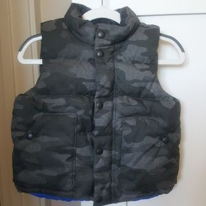 BNWOT! Gap Toddler Boy's Gray Camo Puffer Vest